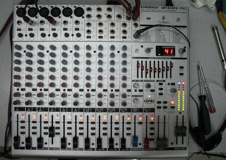 κονσόλα - μίκτης ήχου Behringer