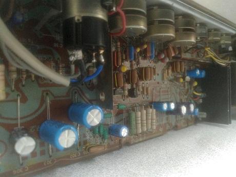 αντικατάσταση ηλεκτρολυτικών πυκνωτων σε μπομπινόφωνο philips