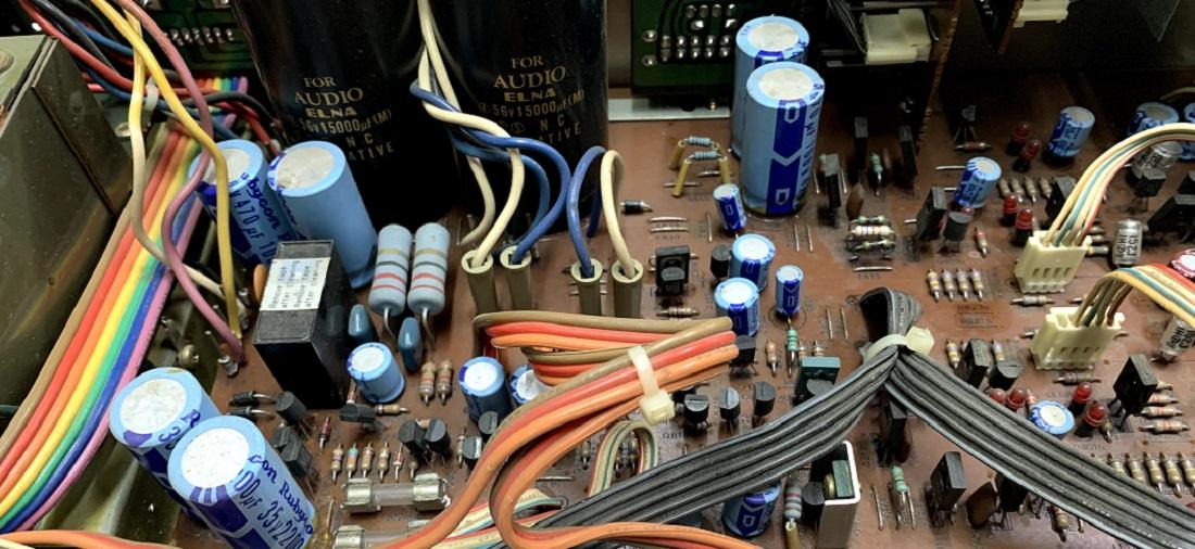 αντικατάσταση ηλεκτρολυτικών πυκνωτων σε ενισχυτή luxman l-410