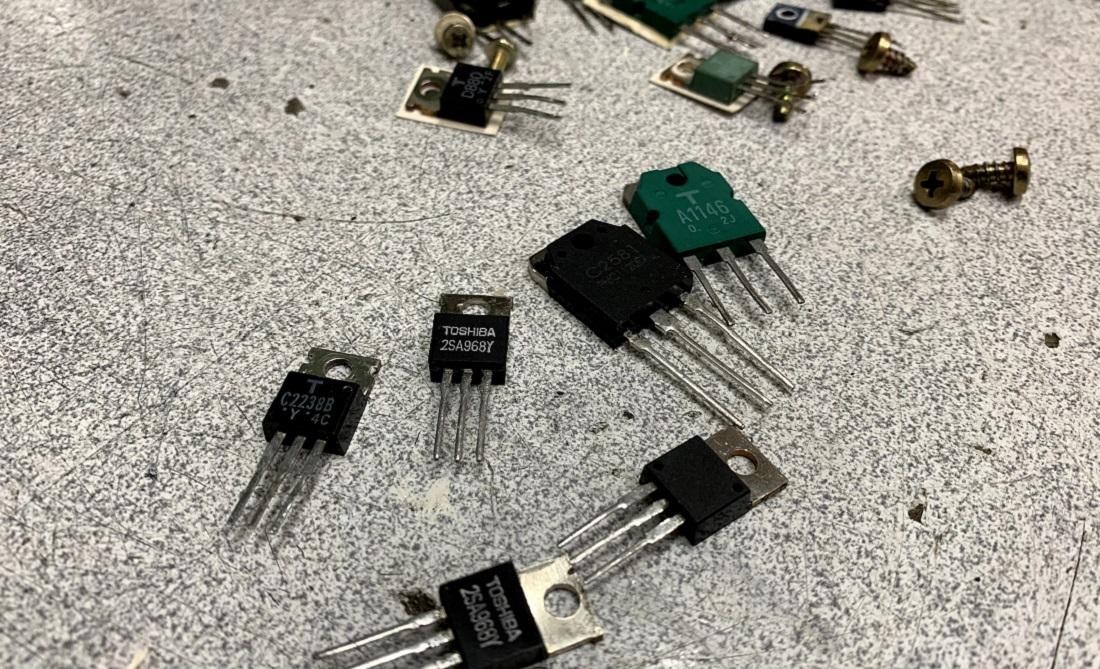 luxman transistors output
